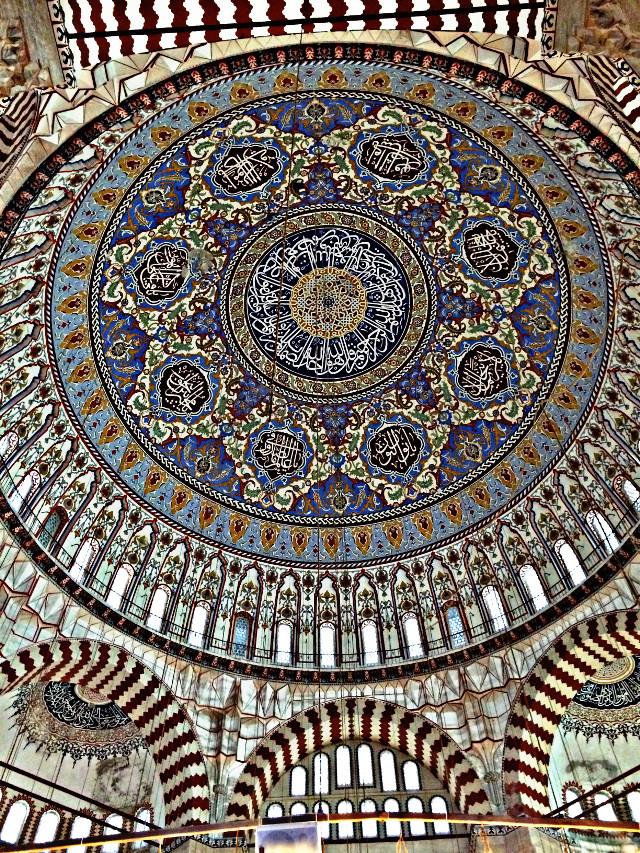 Her fotoğrafın bir hikayesi vardır. Bu kubbenin hikayesi gökyüzünde... #art #edirne #mosque #selimiyemosque #architecture #urban #texture #blue #hdr