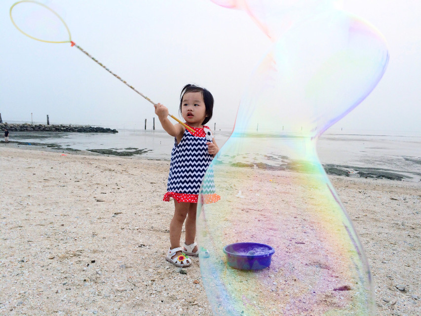 Bubble. #beach #travel #people #sky #sea #photography #summer #children #interesting #people