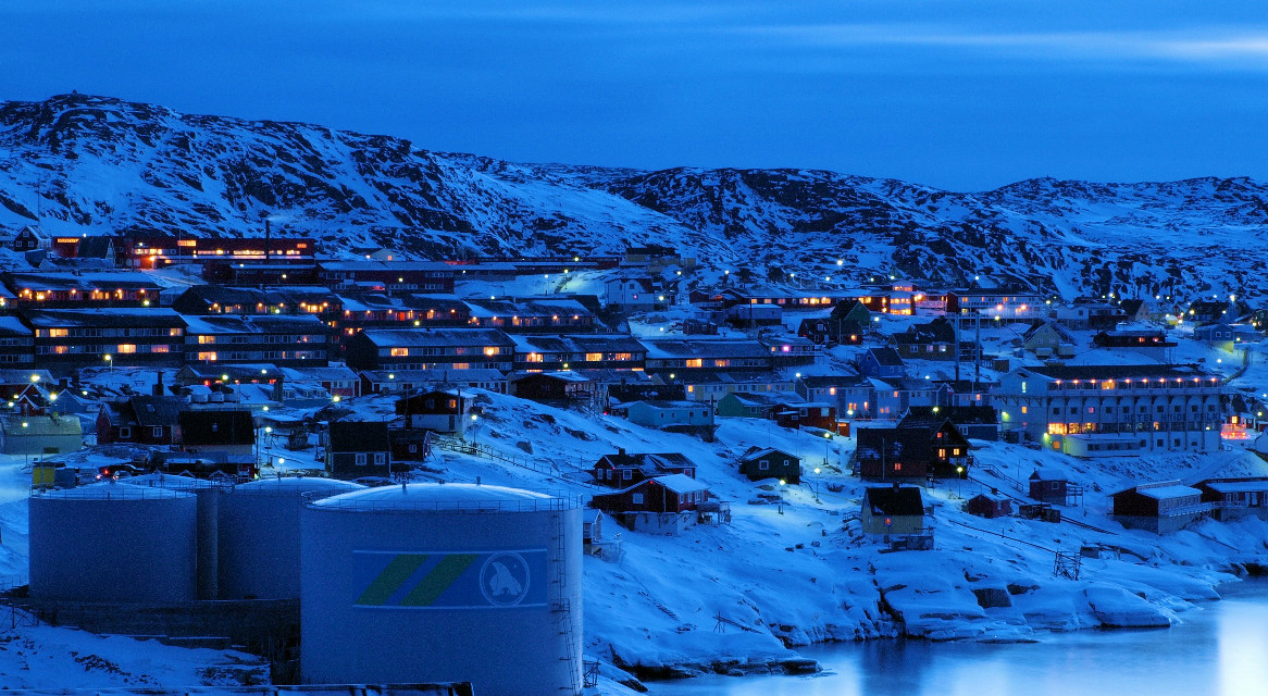 #Ilulissat had 5005 inhabitants (1 January 2005), of which 4533 in the city itself. Most of the inhabitants of the town are employed in the fishing industry and fishing. In summer fished from small boats and dinghies near Icebergs. #Greenland #travel #Night #SlowShutter #citylights